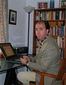 Pedro Villegas en su casa